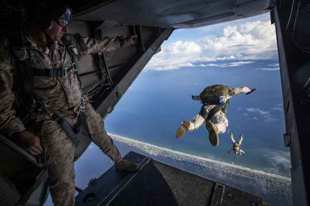 militray men sky diving